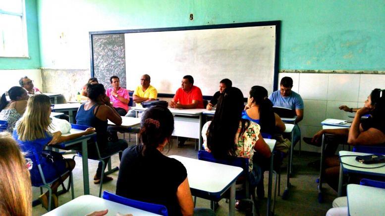 Secretária de Educação, realiza Reunião com os novos Professores e Servidores da Escola Dona Tina